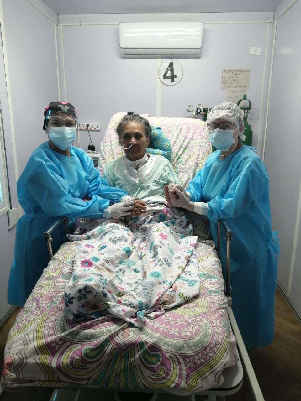 Paciente de 70 años vence al covid-19 y regresa con sus familiares