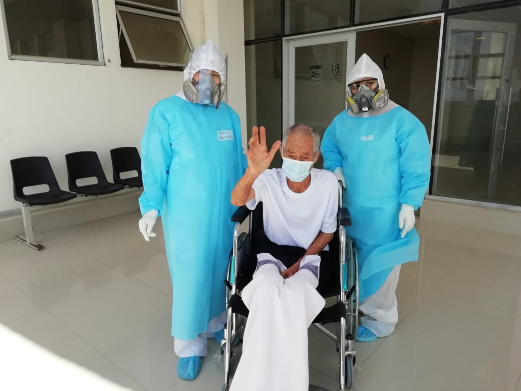 30 tumbesinos vencen al Covid-19 y son dados de altas del hospital regional en el mes de agosto.