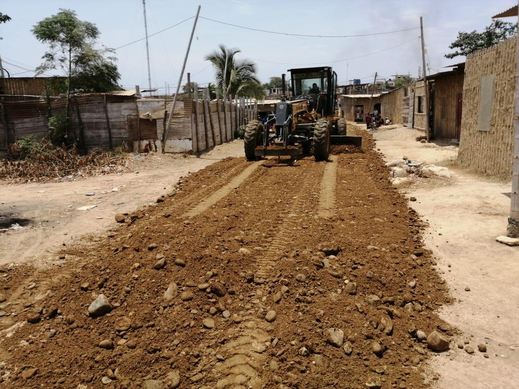 Gobierno Regional realiza nivelación de calles en Los Claveles