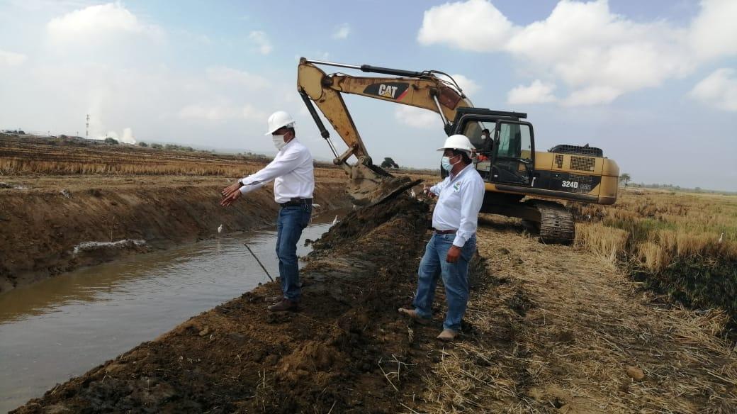 Gobierno regional realiza limpieza y descolmatación de drenes para mejorar el riego en mil 300 hectáreas