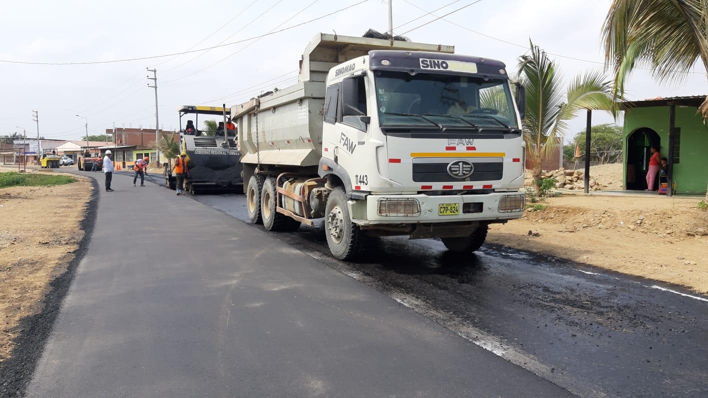 Gobernador regional supervisa los trabajos de la UCI del hospital y la carretera San Juan – Cabuyal