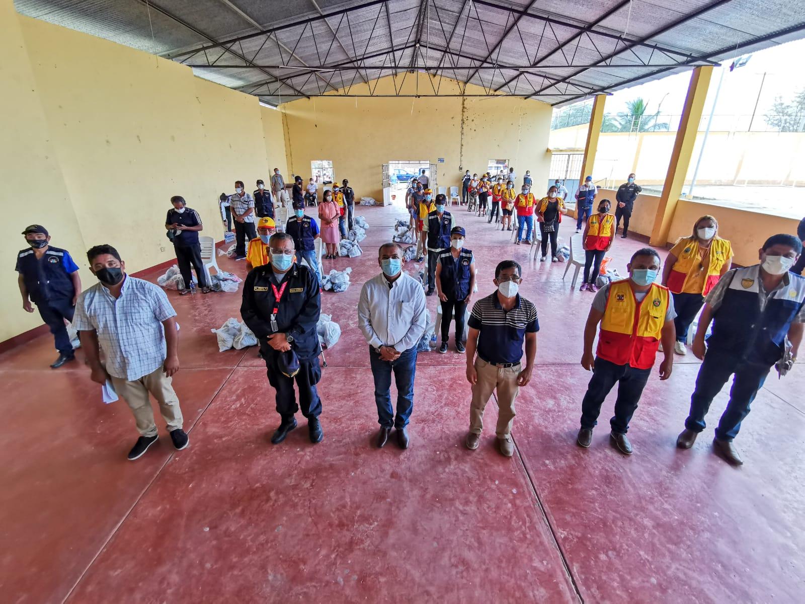 Gobernador regional entrega donaciones a juntas vecinales del distrito de Papayal y Villa de Puerto Pizarro