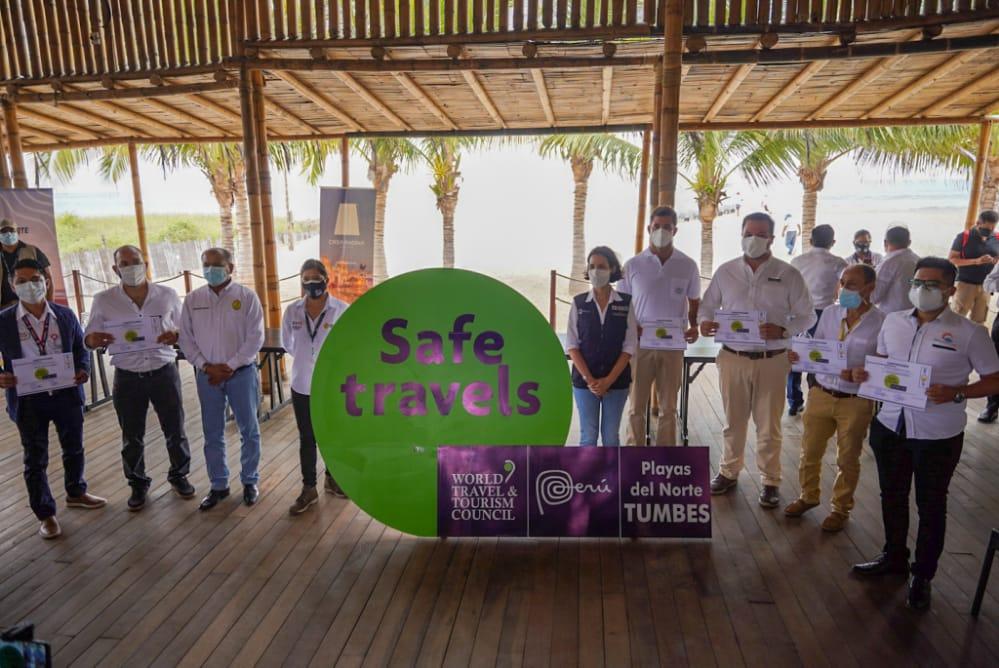 Ministra de Turismo anuncia la apertura de playas y entrega sello Safe Travel al gobernador regional de Tumbes