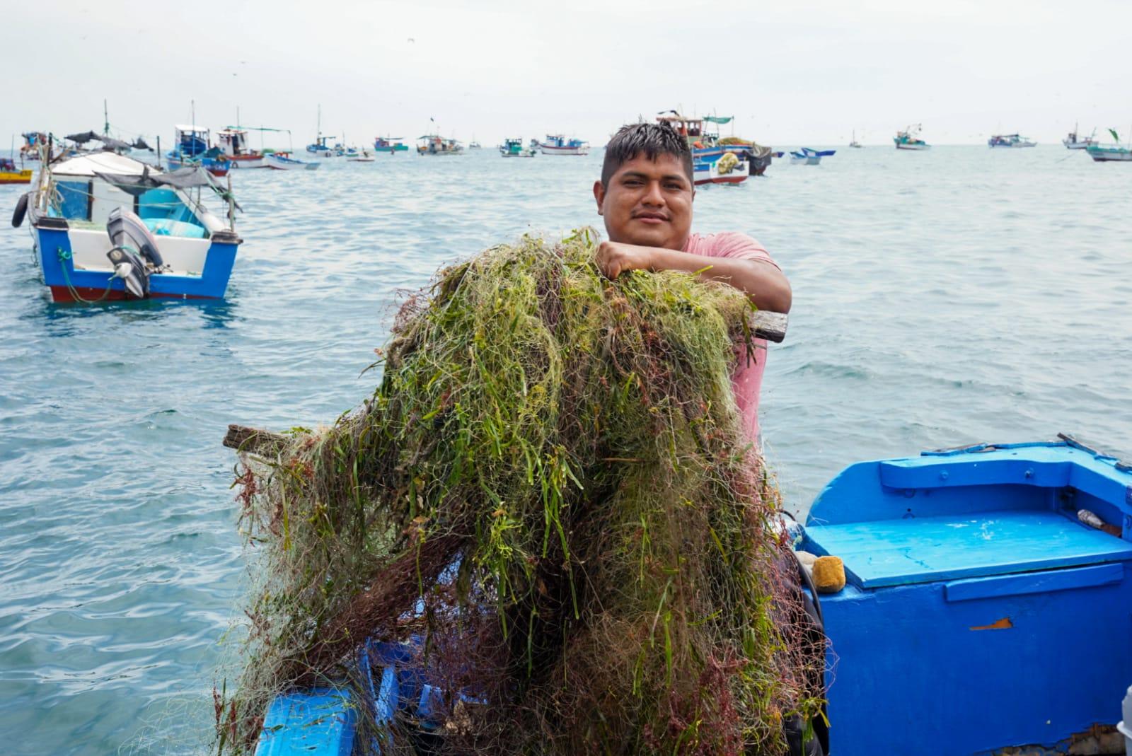 Gobierno regional de Tumbes realiza campaña de limpieza del fondo marino y playas de Canoas de Punta Sal