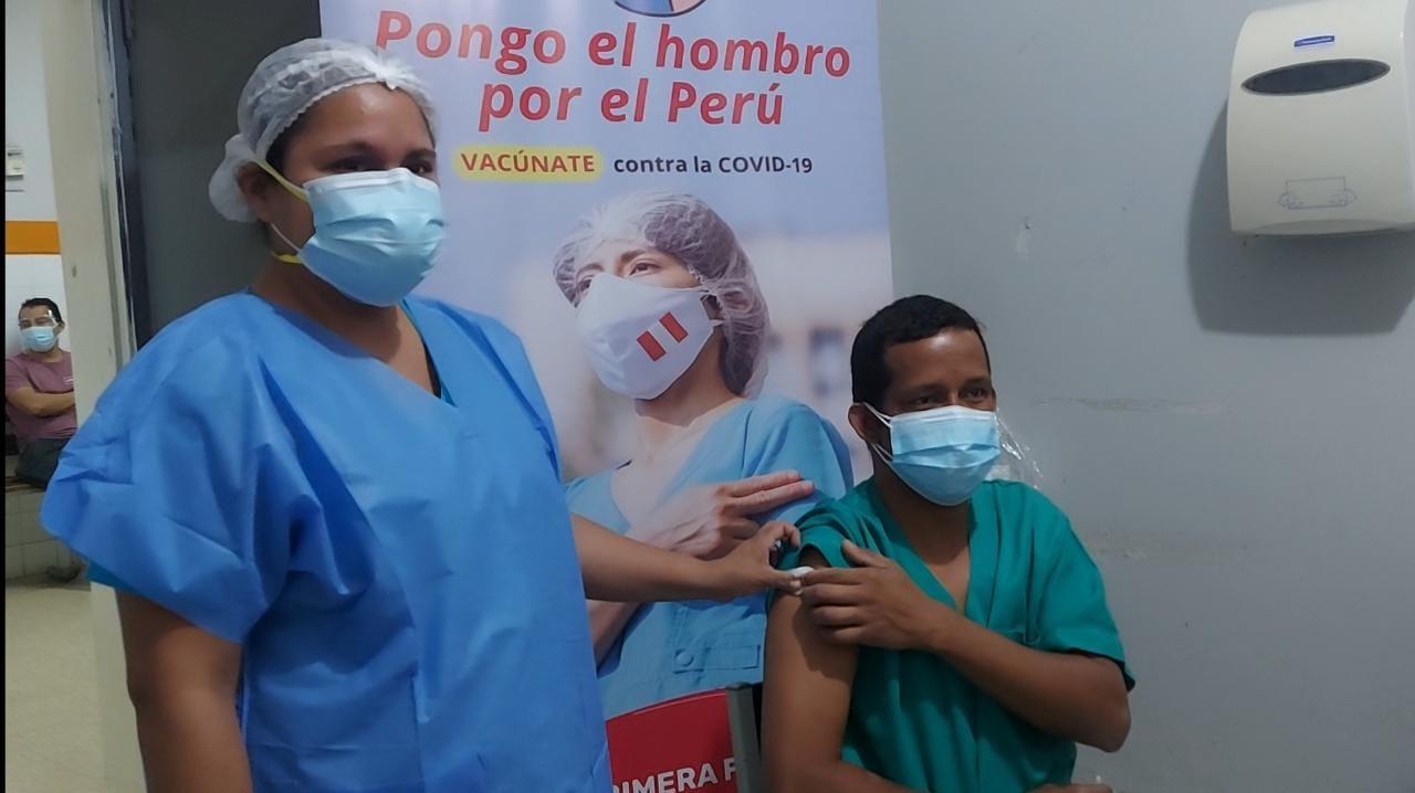 Más de 600 trabajadores de salud de Tumbes reciben la tercera dosis contra el coronavirus